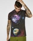 Camiseta con estampado espacial